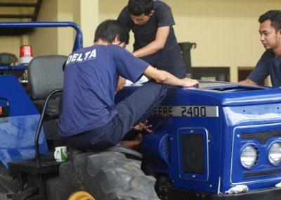 Rekondisi Unit Tractor John Deere 2400